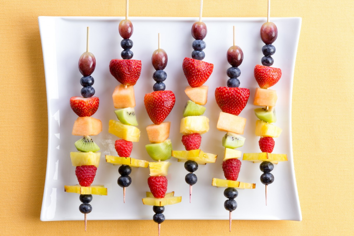 Fruit kebabs - a sweet alternative for your picnic